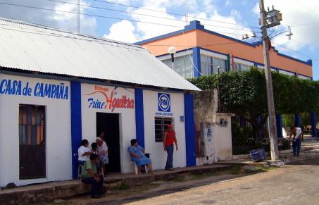Casa de campaña del PAN a un costado del palacio municipal.
