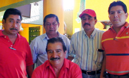 Miebros de la A.C. chiapaneca en apoyo a Ramiro.
