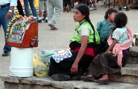 Familias completas llegan de otras regiones para dedicarse al ambulantaje.