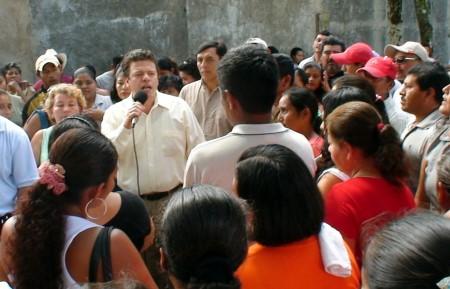 """Advirtió sobre los peligros de la reforma energética que apoyan """"Los Chuchos""""."""