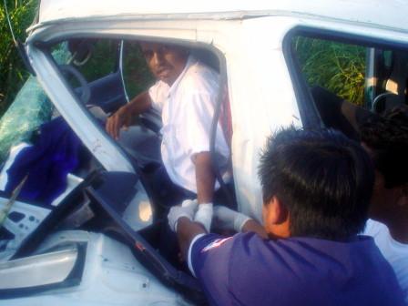 El conductor quedó con las piernas prensadas dentro de launidad.