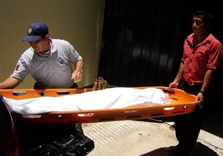 El cuerpo del profesor es recibido en elSemefo.