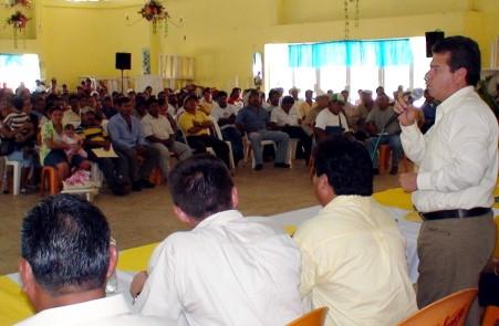 En reunión regional se pronunció por respeto a la militancia del PRD.