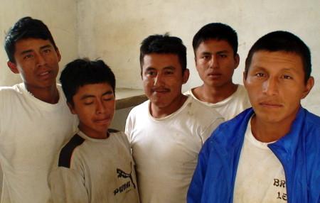 Guatemaltecos detenidos por trafico de madera.