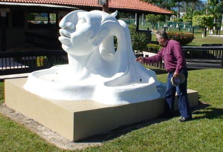 Sobre este concepto propone el escultor laremodelación.
