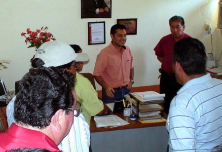 Fueron recibidos por el director de lacl�nica.