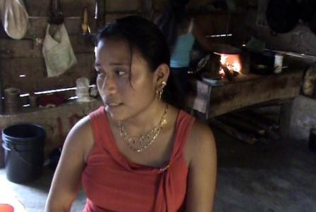 La humilde muchacha denunció el acoso del funcionario.