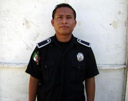 Policia auxiliar detenido.