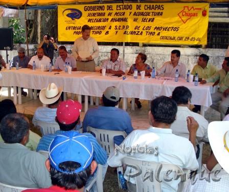 El Secretario se reunió con productores pesqueros de laregión.