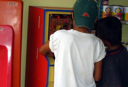 La niñez atrapada en los juegos de azar.