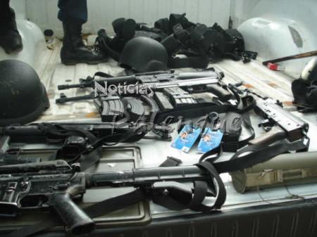 El ejército aseguró un arsenal a los sicarios.