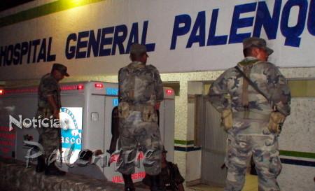 El ejército resguarda el hospital donde convalecen los Zetas.