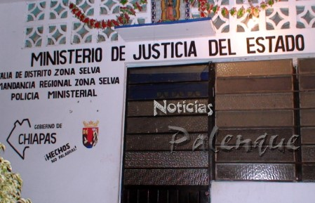 Al ver llegar a la prensa los ministeriales cerraron la oficina.