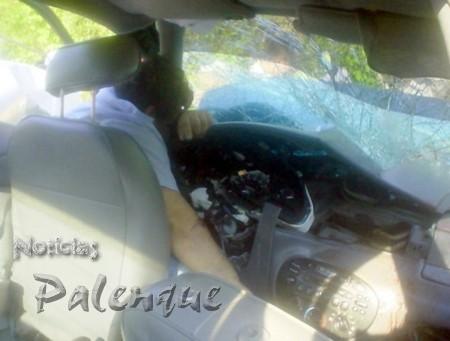 El conductor quedó prensado contra el volante y falleció.