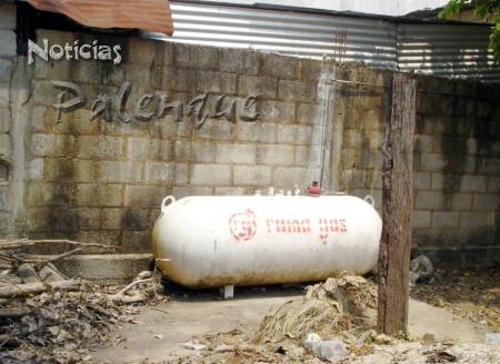 El tanque estacionario de esta tortiller�a no tiene la ubicacion adecuada.