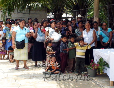 Las madres ind�genas fueron festejadas por la diputada.