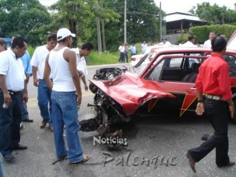 El auto del junior quedó destrozado.