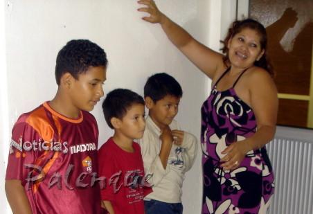 Viajan sin documentos y pretenden ser una familia salvadoreña.