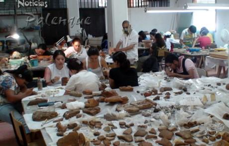 40 piezas cerámicas de los mayas son restauradas aqui.