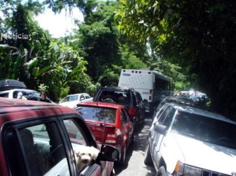Alrededor de media hora duró el congestionamiento.