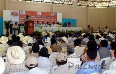 Campesinos de tres municipios recibieron paquetes de insumos.