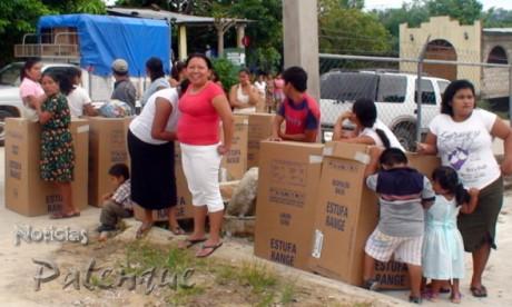 Fueron 80 las estufas donadas a daminificados en Palenque.