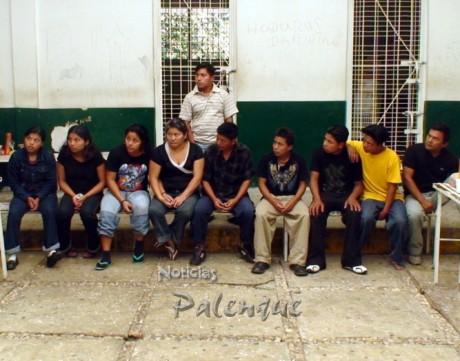 Los centroamericanos a la espera de ser conducidos a Tapachula.