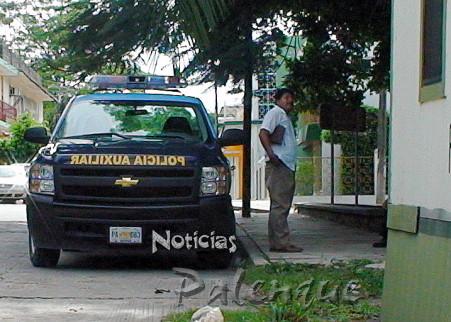 Policias denunciados le reclamaron el apoyar a las turistas.