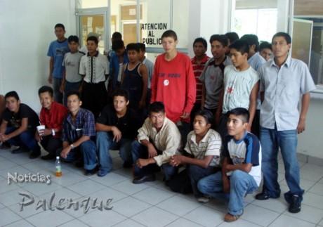 Una parte de los 56 ilegales asegurados en fin de semana.