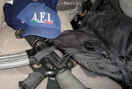 Armas y uniformes apócrifos de la AFI fueron asegurados.
