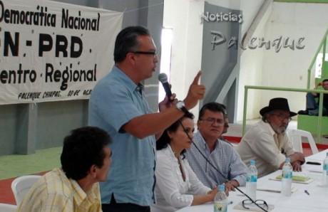 El asambleista Enrique Vargas, calificó de espurio a Alejandro Gamboa.