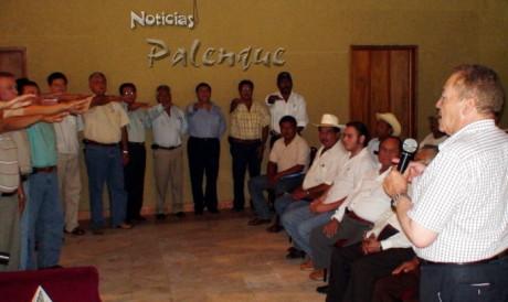 El mexiquense tomó protesta a los integrantes de la fundación en Palenque.
