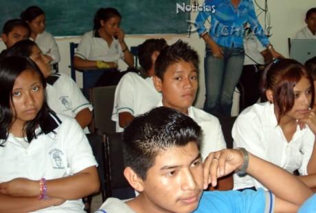Los alumnos son afectados por el mal desempeño de la directora.