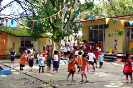 Para muchos niños fue su primer dia en la escuela.