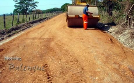 Revestimiento de caminos rurales para comunidades.