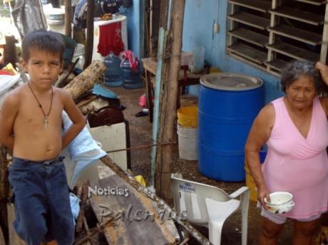 Cansados de la inundación de su casa, piden el desazolve del drenaje pluvial.