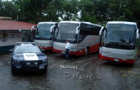 En tres autobuses y escoltados por la PFP fueron conducidos los indocumentados.
