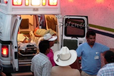Los servicios de emergencia trasladaron al hospital a los heridos.