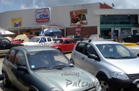 Nadie se hace responsable en el estacionamiento del centro comercial.