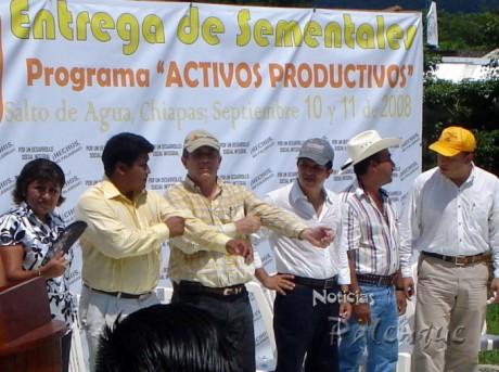 Se entregaron apoyos para la adquisición de sementales.