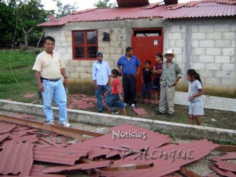 Tuvieron que irse con familiares mientras reparan su casa.