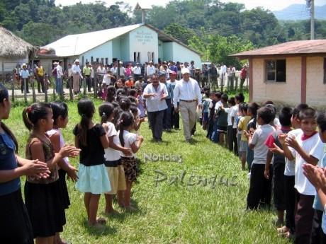Visitaron Roberto Barrios para solucionar el problema de los estudiantes.