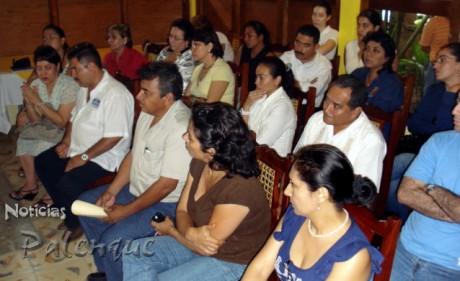 Dirigentes empresariales, sociales y politicos, presentes en el anuncio.