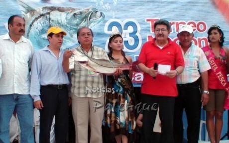 Miguel Choy Ley, con un ejemplar de 5 kg 250 grs.