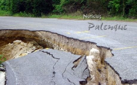 Es severo el daño a la carretera a Salto de Agua.