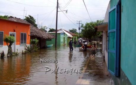 Hasta la cabecera municipal registra ya inundaciones.