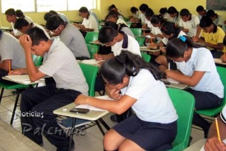 La falta de educacion media y superior los obliga a estudiar en Zapata.