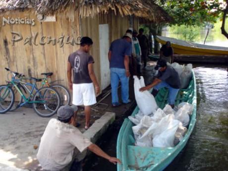 Más de mil despensas ya se entregaron en 25 comunidades.