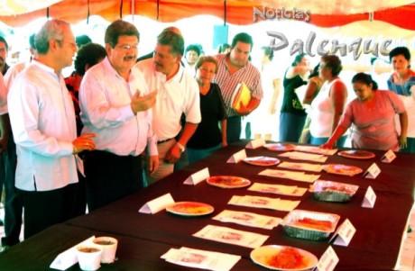 Morales Vázquez en la muestra gastronómica del torneo de pesca.