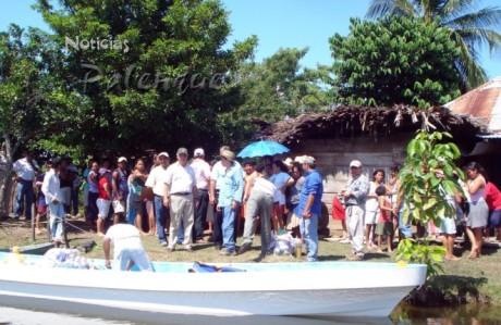 Una caravana de funcionarios estatales llegó a visitar las comunidades afectadas.